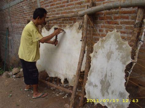membuat kerajinan wayang kulit proses pembuatan kerajinan kulit tatah sungging