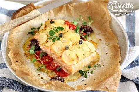 cucinare tranci di salmone al forno salmone al forno light con patate ricette della nonna