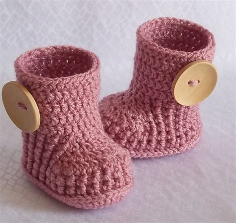 Handmade Crochet Baby Shoes - crochet newborn baby shoes design with chain and free