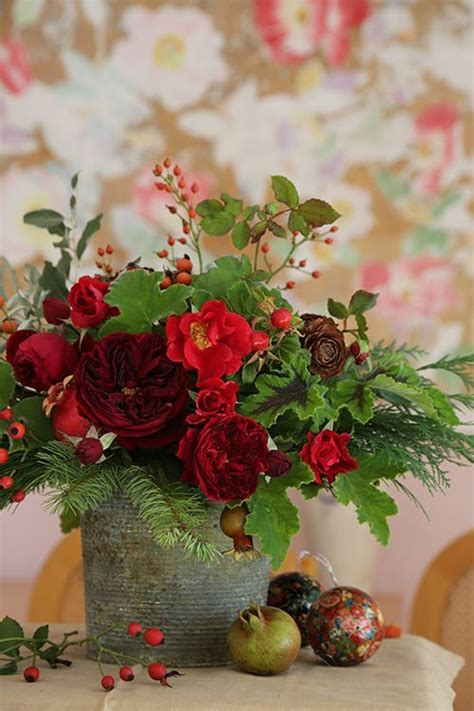 How To Make A Mercury Glass Vase 20 Chic Christmas Flower Arrangements Shelterness