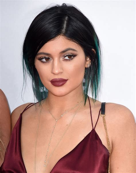 kylie jenner s makeup at the 2014 american music awards