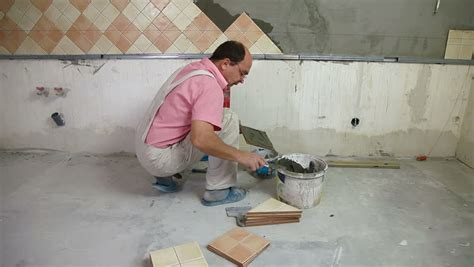 Measuring Kitchen Wall Tiles A Tradesman Or Handyman Homeowner Type Fitting In Stair