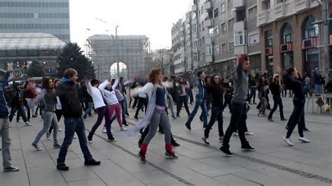 tutorial flash mob beat it flash mob michael jackson beat it skopje macedonia 10 12