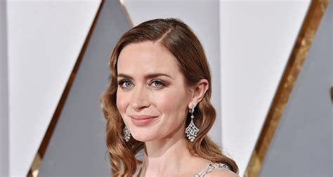 emily blunt diet emily blunt stuns at snl the girl on the train star