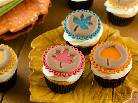 easy fall cupcake decorating ideas easy fall leaf cupcake toppers semi sweet designs