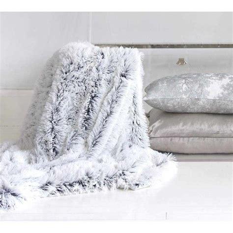 light gray throw blanket best 25 fur throw ideas on fur decor fluffy