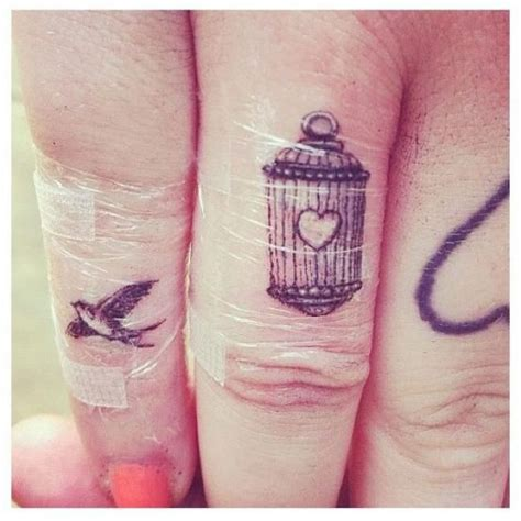 tattoo finger vogel 34 best finger tattoos images on pinterest tattoo ideas