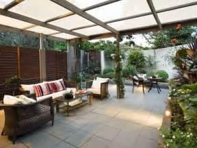 walled outdoor living design with pergola hedging using