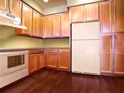 how to level kitchen cabinets spray painting kitchen cabinets pictures ideas from