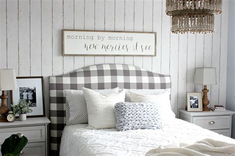 Wood Wallpaper Gives the Look of a Real Wood Wall - Hymns ... Wood Wallpaper Bedroom