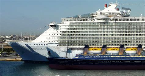 28 giant ships which surpass titanic for a small pleasure boat - Titanic Vs Big Boat