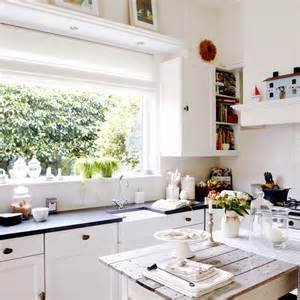 white shaker style kitchen coastal decorating ideas