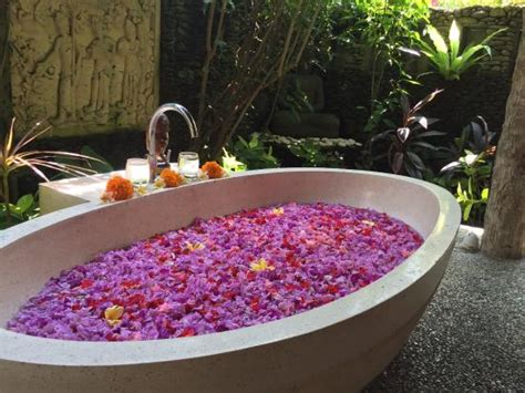 flower bathtub karsa grounds picture of karsa spa ubud tripadvisor
