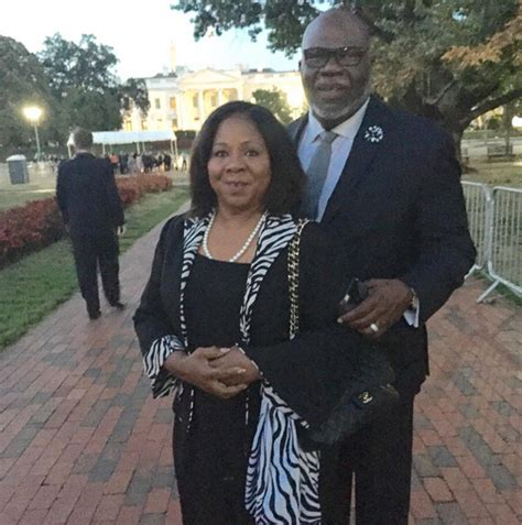 td jakes house t d jakes attends pope francis s welcoming ceremony says pray for him