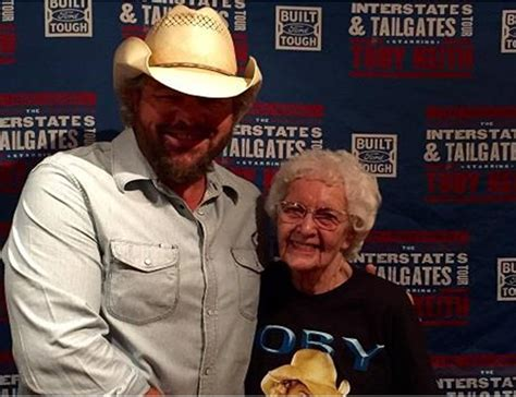 toby keith fan toby keith s 1 fan gets awesome 100th birthday gift