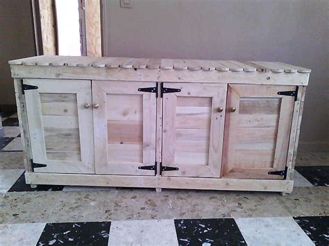 Giant Cabinet Made Out Of Pallets ? 1001 Pallets