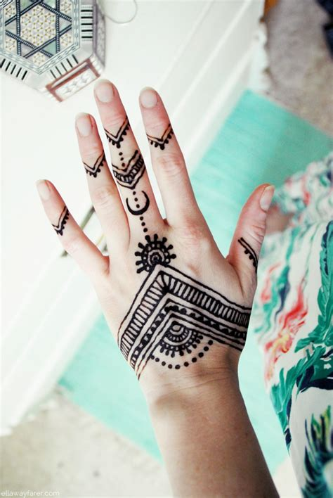 henna tattoo design on hand henna auf der ellawayfarer