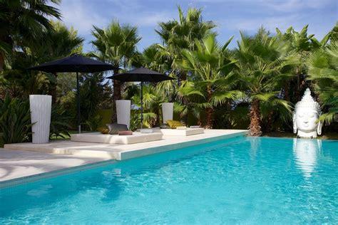 foto di ville con giardino ibiza affitto villa con piscina e giardino esotico ville