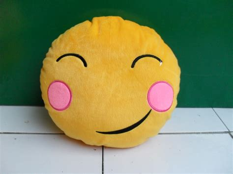 Bantal Doraemon Emoticon 1 foto lucu boneka doraemon terbaru display picture unik