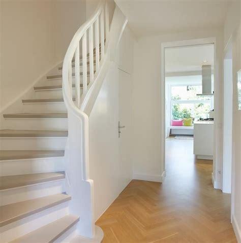 Flur Mit Treppe by Die Besten 17 Ideen Zu Holztreppe Auf Treppe