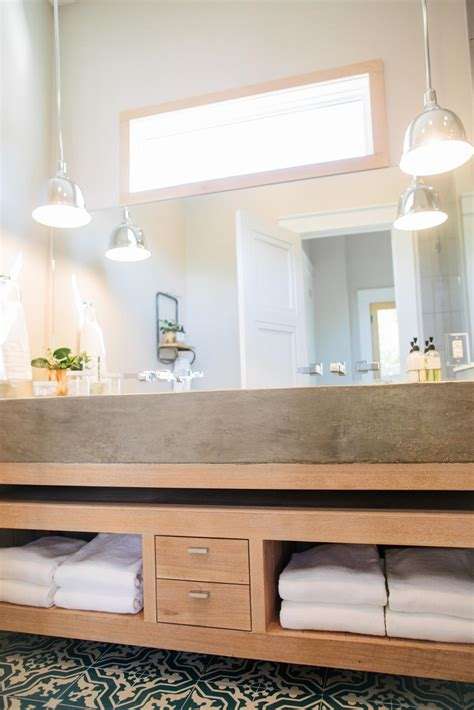 Hgtv Bathroom Designs Small Bathrooms Chip And Joanna Gaines Give This Tiny Waco Home An Amazing