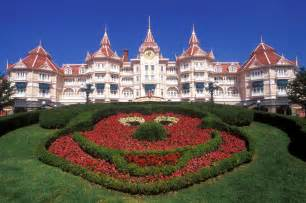 The disneyland hotel was designed by walt disney imagineering and the