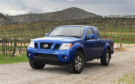 nissan frontier 2017 2017 nissan frontier blue 200 interior and exterior images