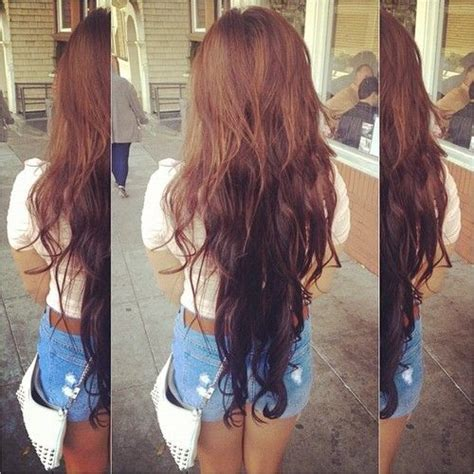 hair color dark on top light on bottom the two colors are amazing dark brown on the bottom and