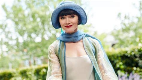 does essie davis wear a wig for miss fisher the white princess latest role proves why powerful women