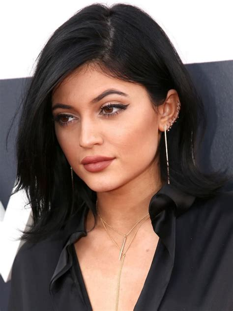 Rhiannas Cc Hoops And Kenneth Bangles At Mtv Trl Taping Of The Mtv Vma Nominees Tapings by Jenner Ears Pierced Search Aesthetic