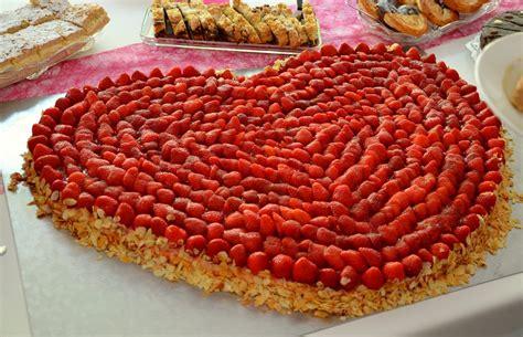 Hochzeitstorte Herz Erdbeeren by Kostenloses Foto Erdbeeren Erdbeerkuchen Herz