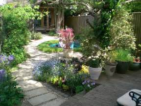 landscaping back garden designs