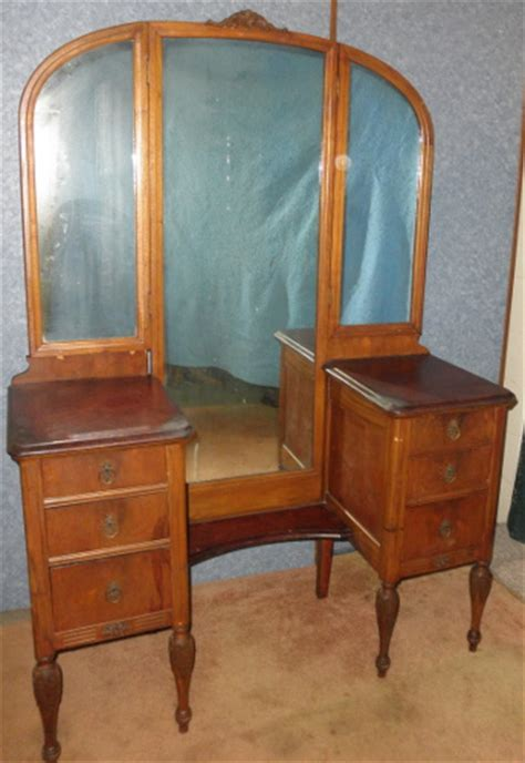 Antique Vanities For Sale by Tri Fold Vanity B5800 For Sale Antiques Classifieds