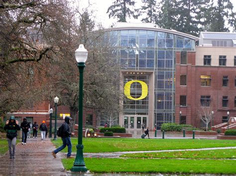 Where Do Mba Students Live In Eugene Oregon by Illustrated Novels Bobsaw