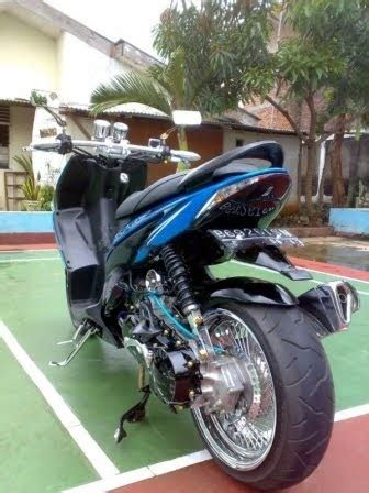 Handgrip Psm modifikasi honda vario low rider warna biru oto trendz