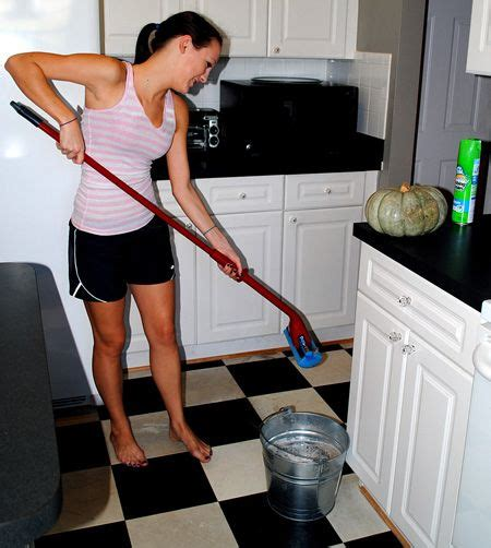 mopping bathroom floor 78 ideas about cleaning vinyl floors on pinterest clean