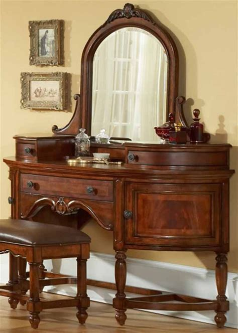 antique bedroom vanity with mirror 1000 ideas about dressing tables on pinterest table
