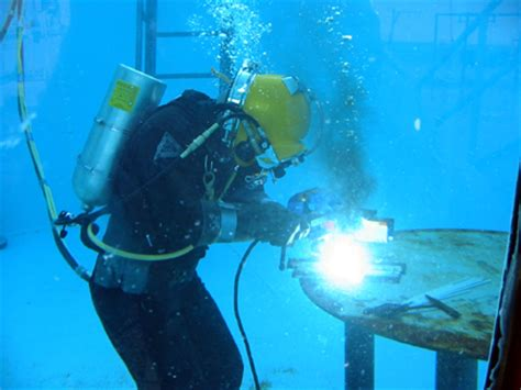 underwater welder description and requirements