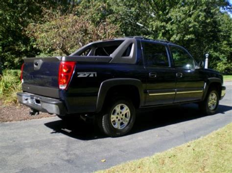 purchase used 2004 chevy avalanche 1500 4x4 crew cab lifted nicely and in excellent shape in purchase used 2004 chevrolet avalanche 1500 z71 crew cab pickup 4 door 5 3l in canton