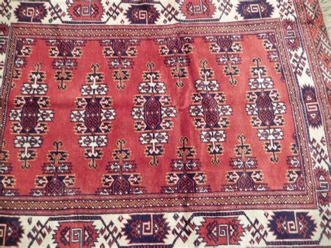 bokhara geoemtric motif eye catching rug handmade