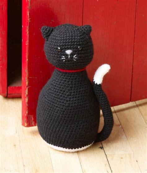 Cat Door Stopper Pattern | happy crochet halloween with lion brand yarn moogly