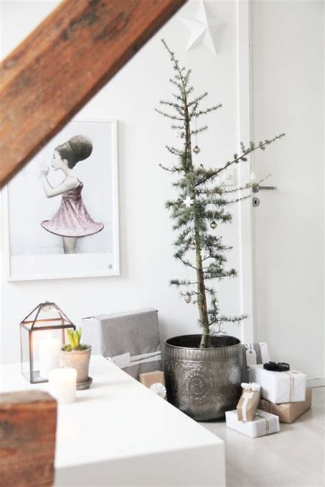 minimalist decorating tips 31 minimalist christmas d 233 cor ideas digsdigs
