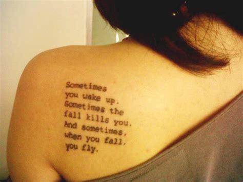 tattoo times new roman tatouage omoplate ecriture mod 232 les et exemples