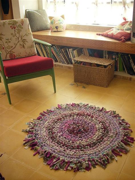 how to make an amish knot rug rag rug could be amish toothbrush blanket stitch with knotted strips around the edge rag