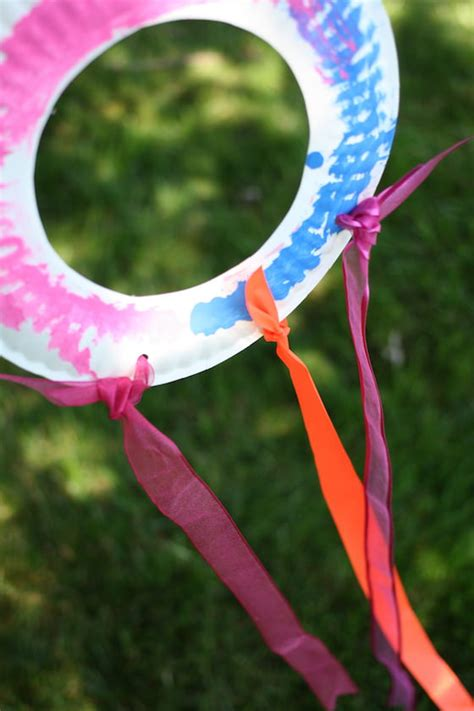 How To Make Paper Kites For Preschoolers - paper plate kite for toddlers and preschoolers happy