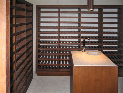 scaffali per cantine arredamento cantine beautiful modern wine cellar by esigo