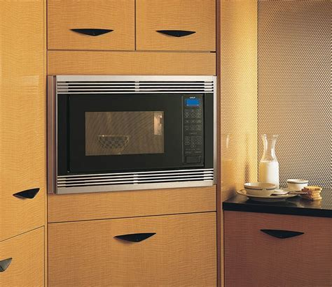 """Wolf MW24 24"""" 2.0 cu. ft. Countertop Microwave Oven"""