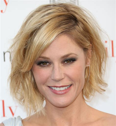 modern family hairstyles julie bowen messy cut hair lookbook stylebistro
