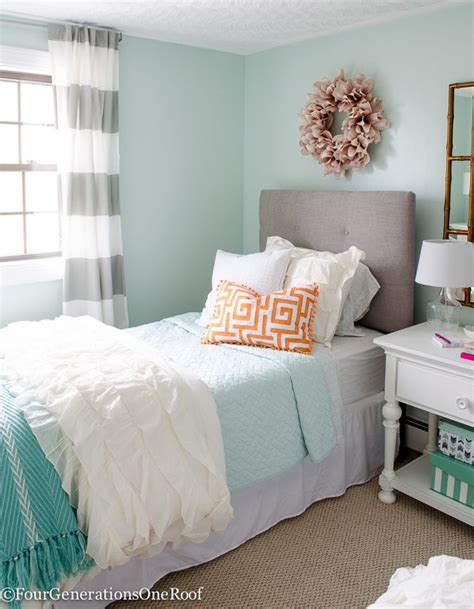 bedding for teenage girl 25 best ideas about light green bedrooms on pinterest