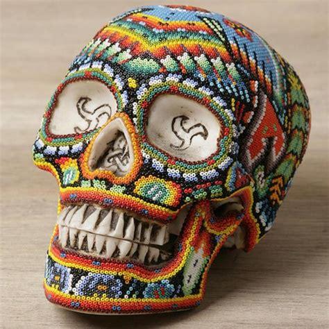 imagenes de calaveras decoradas con diamantina artesanias mexicanas hechas con chaquira arte mexicano